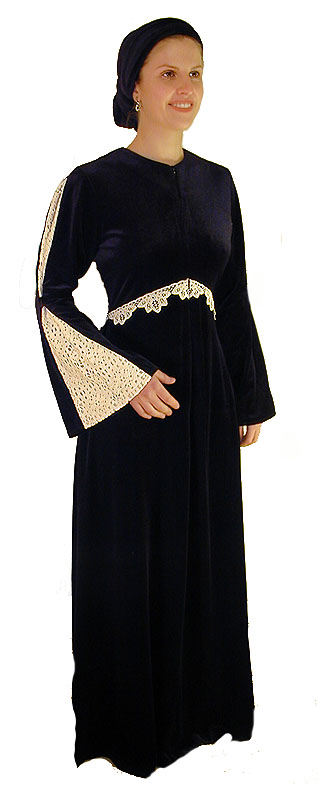 Slimming Velvet & Lace Gown <!-- 2022V2L68 -->