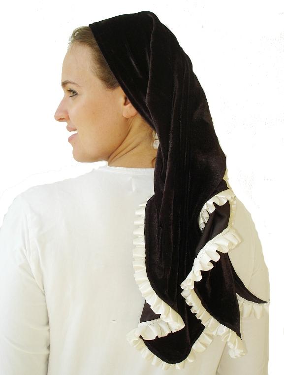Velvet triangular scarf with ruffled trim
